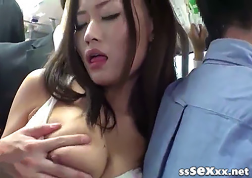 Японскую девушку лапают и трахают в переполненном автобусе