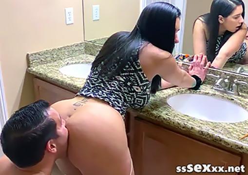 Жопастая зрелая брюнетка получила анилингус и горячий секс
